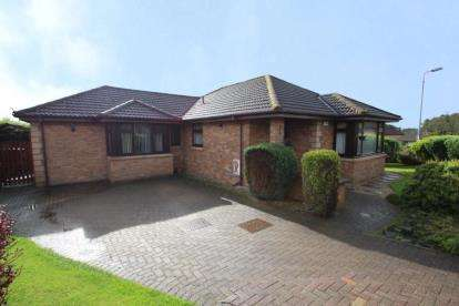 4 Bedrooms Bungalow for sale in South Dumbreck Road, Kilsyth
