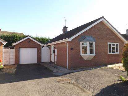 2 Bedrooms Bungalow for sale in Travers Walk, Stoke Gifford, Bristol, Gloucestershire