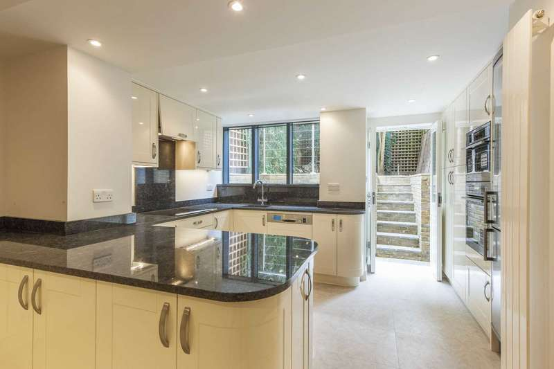 3 Bedrooms House for sale in Queensdale Place, London