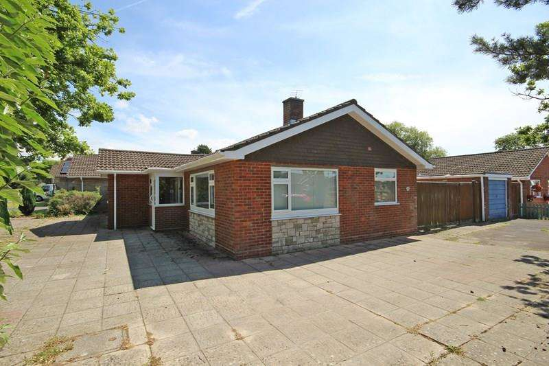 3 Bedrooms Bungalow for sale in Oak Road, New Milton