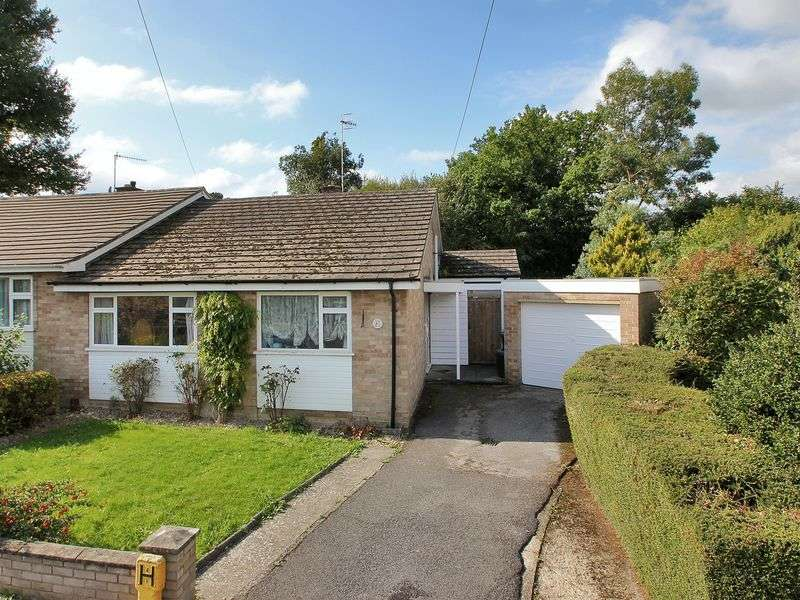 2 Bedrooms Semi Detached Bungalow for sale in Haywardens, Lingfield
