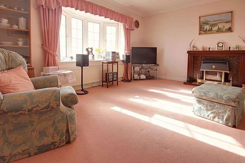 4 Bedrooms Detached House for sale in Cotswold Way,