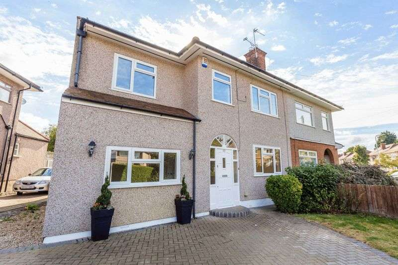 4 Bedrooms Semi Detached House for sale in Victoria Avenue, Collier Row