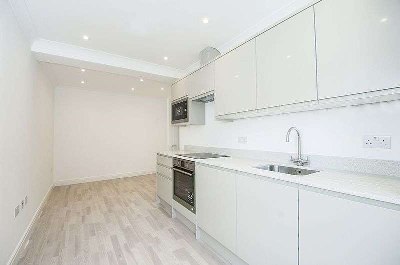 1 Bedroom Flat for sale in 44 Baker Street, Weybridge