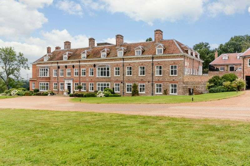2 Bedrooms Flat for sale in Breakspear House, Breakspear Road North, Harefield, Middlesex UB9 6NA