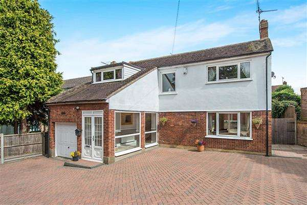 4 Bedrooms Detached House for sale in Chui, Crutches Lane, Higham, Gravesend