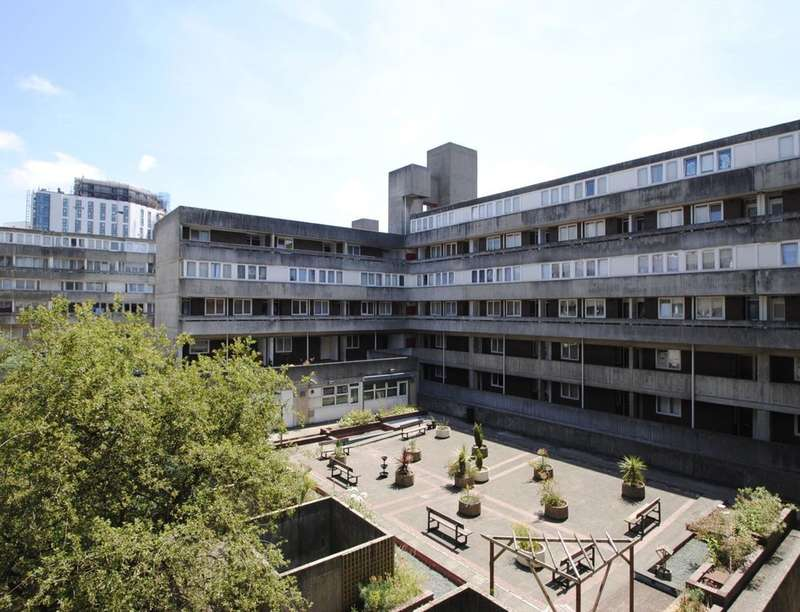 2 Bedrooms Flat for sale in Wyndham Court Commercial Road, Southampton, SO15