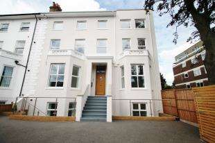 2 Bedrooms Flat for sale in Widmore Road, Bromley, Kent
