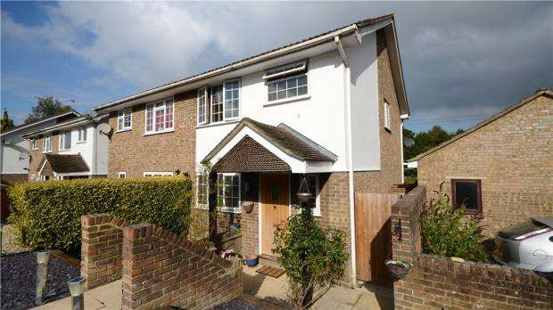 3 Bedrooms Semi Detached House for sale in Dovedale Close, Heath Park, Sandhurst
