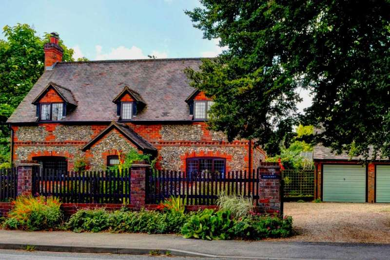 3 Bedrooms Detached House for sale in Walters Ash