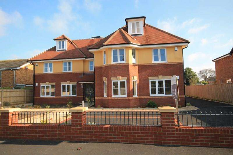3 Bedrooms Flat for sale in Mount Avenue, NEW MILTON