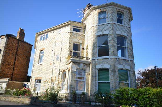 2 Bedrooms Apartment Flat for sale in Albion Crescent, Scarborough, North Yorkshire YO11 2LL