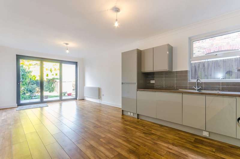 2 Bedrooms Flat for sale in Greenleaf Road, Walthamstow, E17
