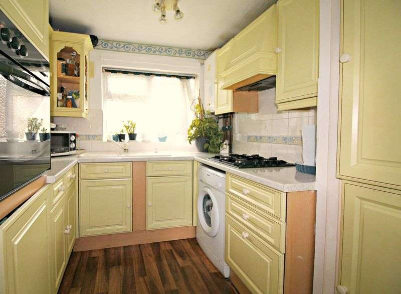 2 Bedrooms Flat for sale in Sunderland Close, Rochester