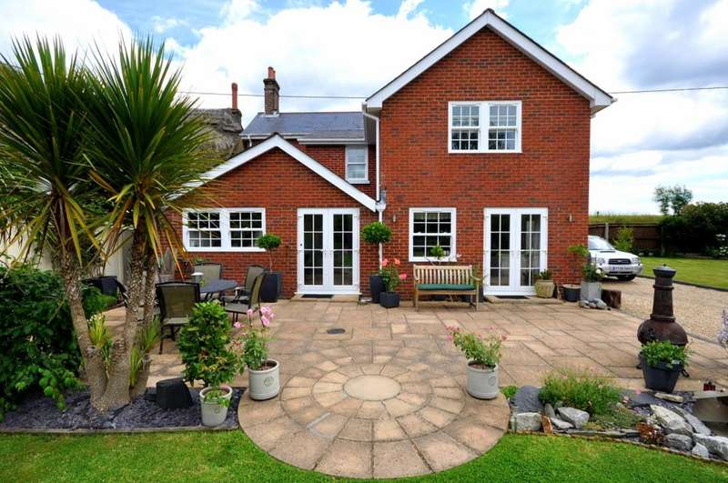 4 Bedrooms Detached House for sale in Kingston, Ringwood, BH24 3AX