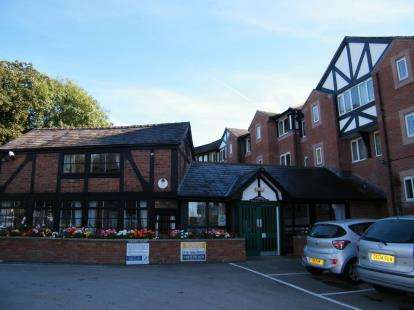 2 Bedrooms Flat for sale in Weaver Court, London Road, Northwich, Cheshire
