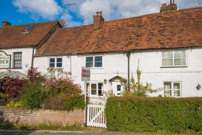 2 Bedrooms Cottage House for sale in The Street, Chipperfield, Kings Langley, Hertfordshire