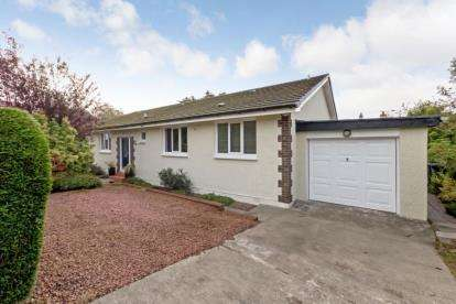 4 Bedrooms Bungalow for sale in Kennedy Drive, Helensburgh