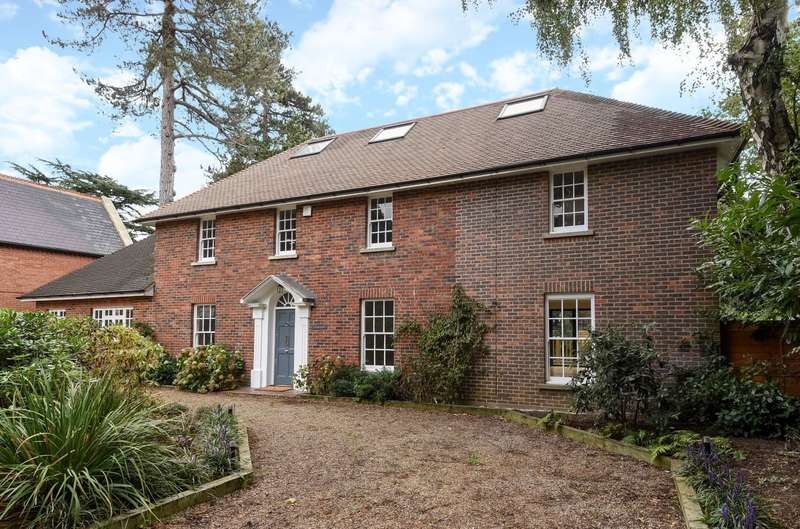 5 Bedrooms Detached House for sale in Coombe Estate