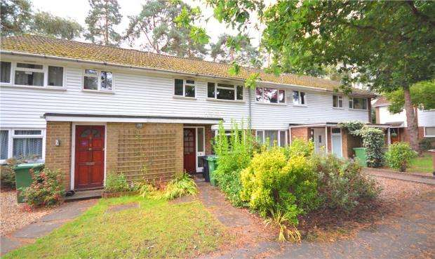 3 Bedrooms Terraced House for sale in Troutbeck Walk, Camberley, Surrey