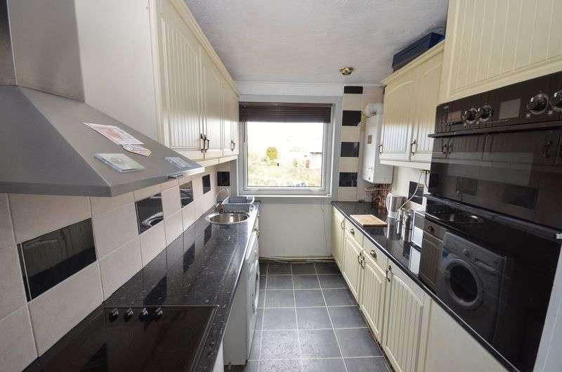 3 Bedrooms Maisonette Flat for sale in Low Craigends, Kilsyth