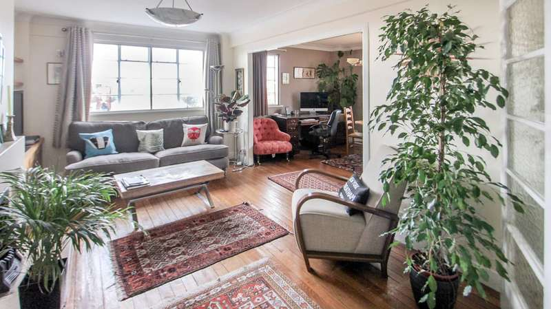 2 Bedrooms Flat for sale in The High, Streatham Hill, SW16