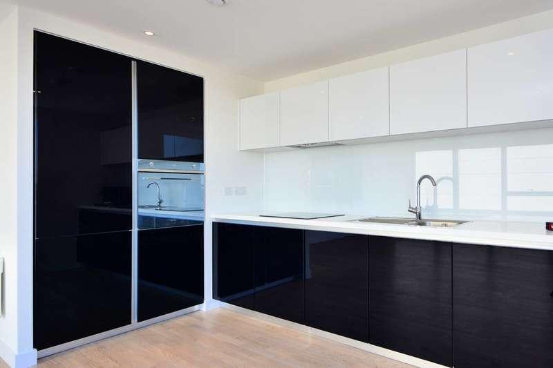 2 Bedrooms Flat for sale in Pump House Crescent, Kew Bridge, TW8