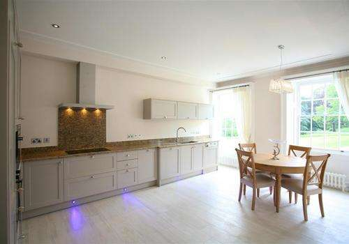 2 Bedrooms Apartment Flat for sale in Breakspear Road North, Denham, Buckinghamshire, UB9 6NA