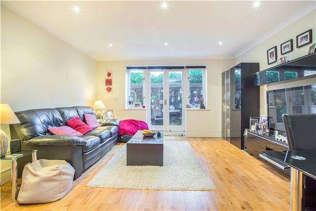 2 Bedrooms Flat for sale in Wordsworth Drive, SUTTON, Surrey, SM3 8HH