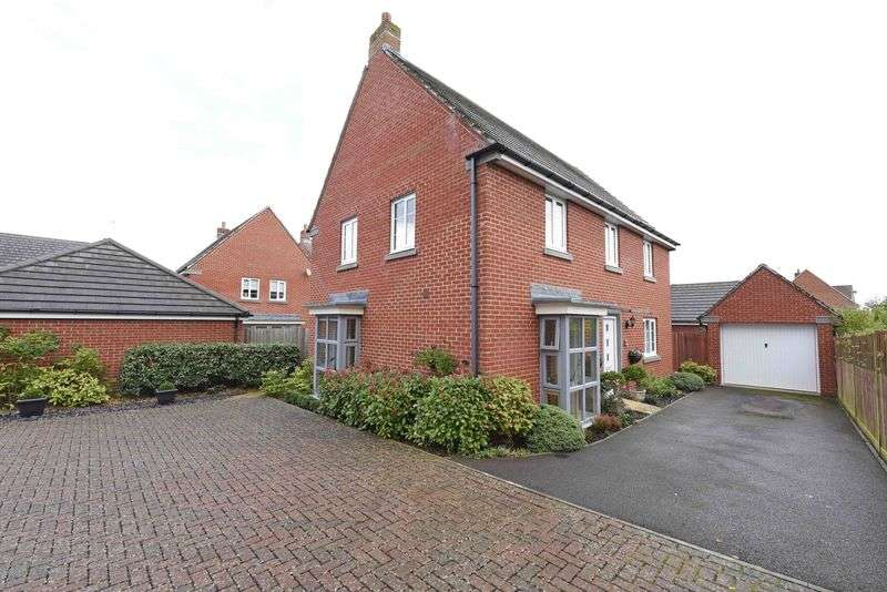 4 Bedrooms Detached House for sale in Englefield Way, Basingstoke