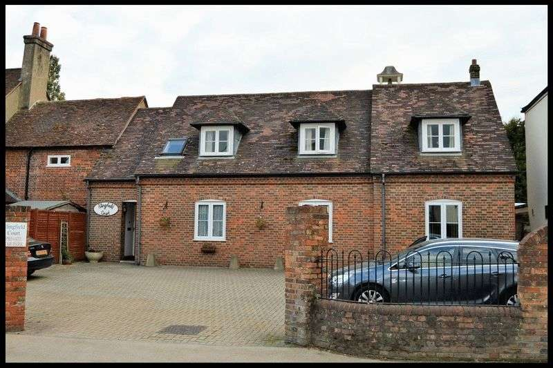 2 Bedrooms Flat for sale in Elingfield Court, Totton