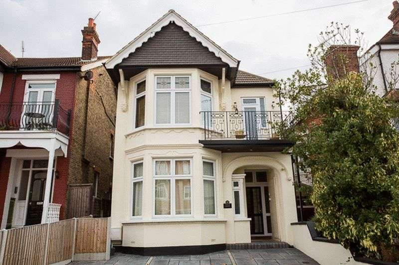 1 Bedroom Flat for sale in Pembury Road, Westcliff-On-Sea