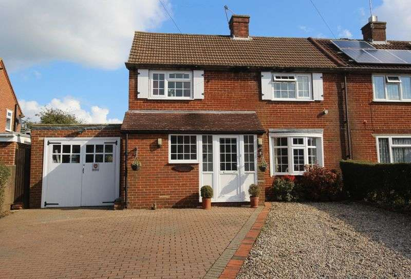 3 Bedrooms Semi Detached House for sale in Lower Kingswood