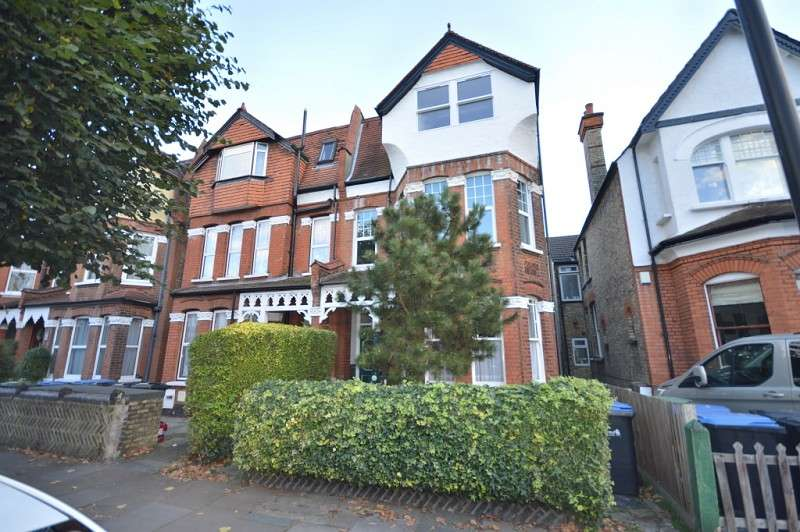 1 Bedroom Flat for sale in Broomfield Avenue, Palmer Green, London. N13