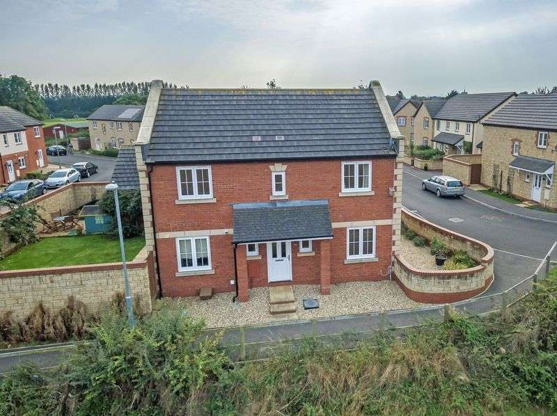 4 Bedrooms Detached House for sale in St. Michael's Gardens, South Petherton