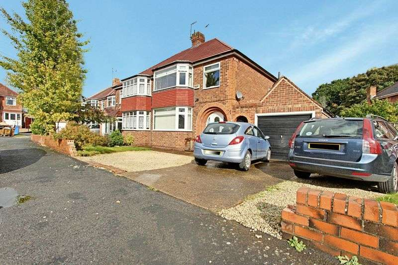 4 Bedrooms Semi Detached House for sale in Headlands Drive, Hessle