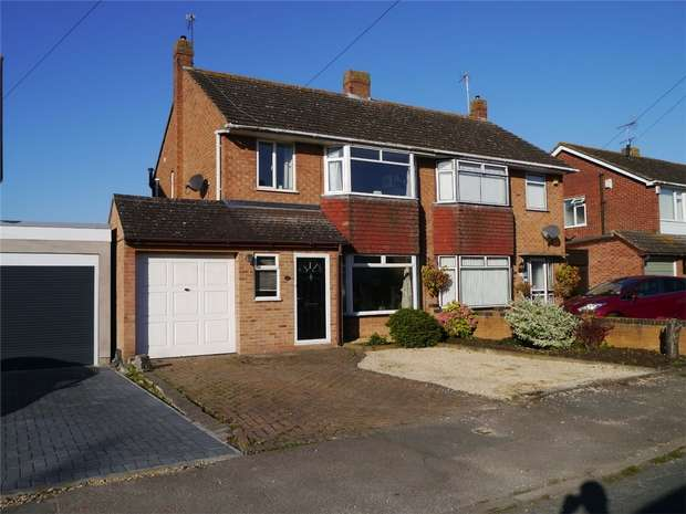 3 Bedrooms Semi Detached House for sale in Rosefield Crescent, Newtown, Tewkesbury