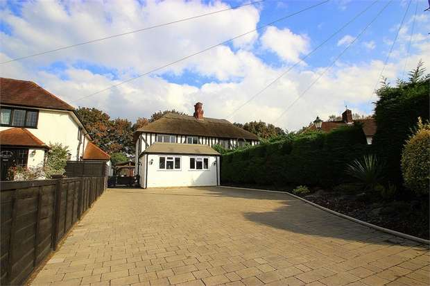 3 Bedrooms Semi Detached House for sale in The Ridings, Richings Park, Buckinghamshire