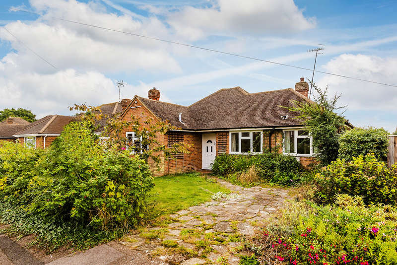 3 Bedrooms Detached Bungalow for sale in Grange Close, Edenbridge, TN8