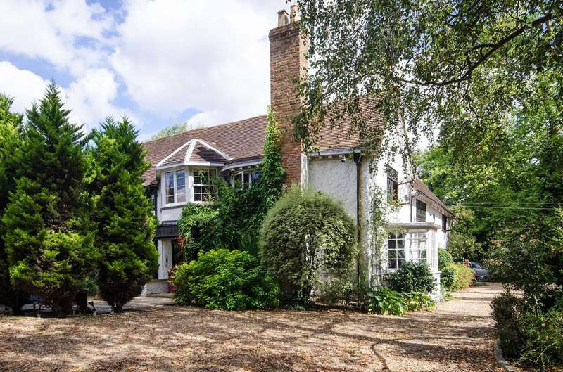 7 Bedrooms House for sale in Woodhall Road, Pinner, HA5