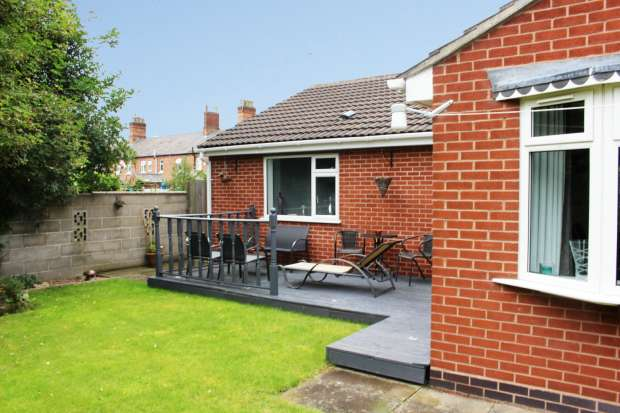 2 Bedrooms Detached Bungalow for sale in Grange Street, Burton-On-Trent, Staffordshire, DE14 2ET
