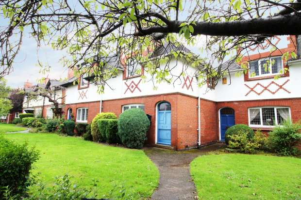 2 Bedrooms Property for sale in New Chester Rd, Wirral, Merseyside, CH62 4RQ