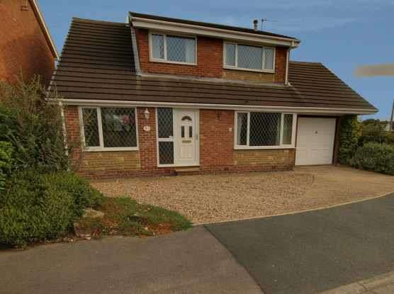 4 Bedrooms Detached House for sale in Wood Moor Road, Pontefract, West Yorkshire, WF9 4JR