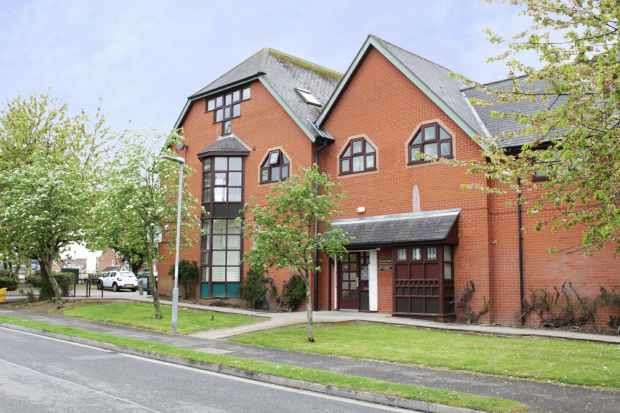 1 Bedroom Apartment Flat for sale in Greengables, Grimsby, South Humberside, DN36 4YE