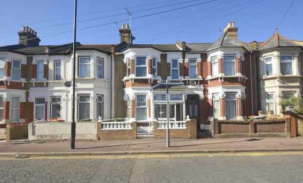 4 Bedrooms Terraced House for sale in Heigham Road, East Ham, Greater London, E6 2JG