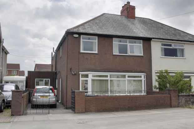 3 Bedrooms Semi Detached House for sale in Williamthorpe Road, Chesterfield, Derbyshire, S42 5NS