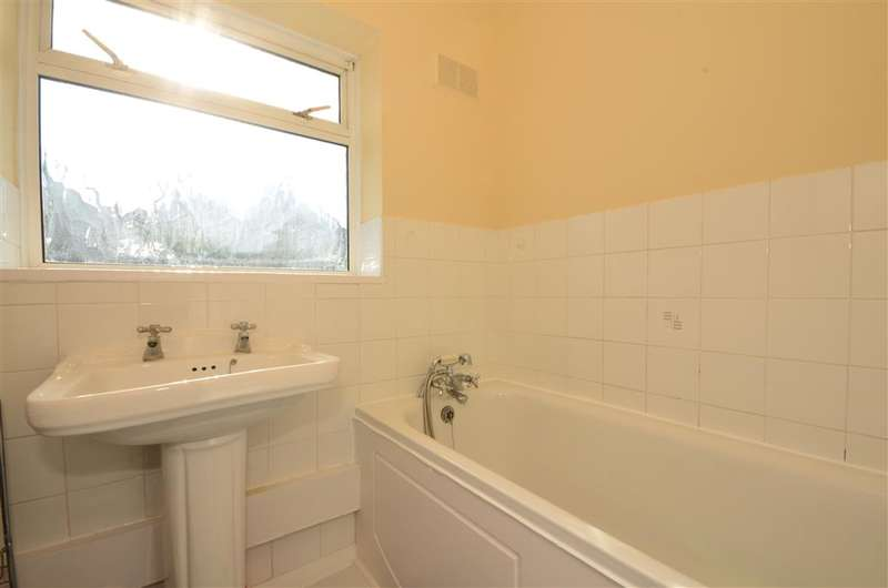 2 Bedrooms Terraced House for sale in Goldingham Avenue, Loughton, Essex