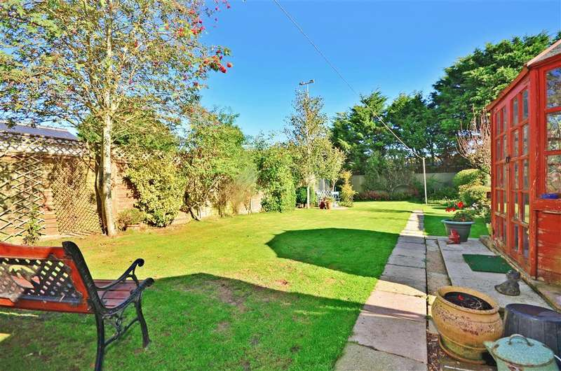 3 Bedrooms Semi Detached House for sale in Parklands Avenue, Cowes, Isle of Wight