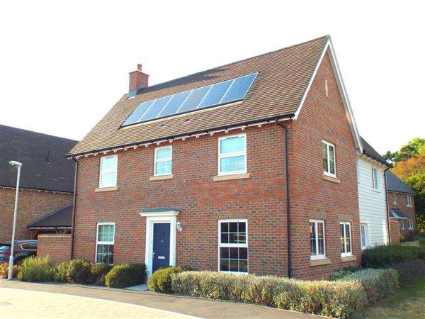 4 Bedrooms Detached House for sale in Horwood Way, Harrietsham