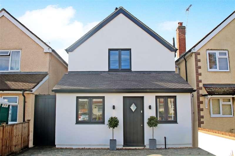4 Bedrooms Detached House for sale in Bourneside Road, Addlestone, Surrey, KT15